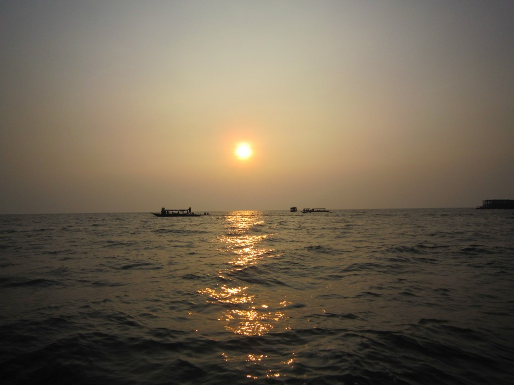 Tonle_Sap_sunset